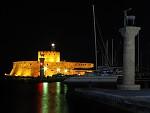 Noční přístav Mandraki