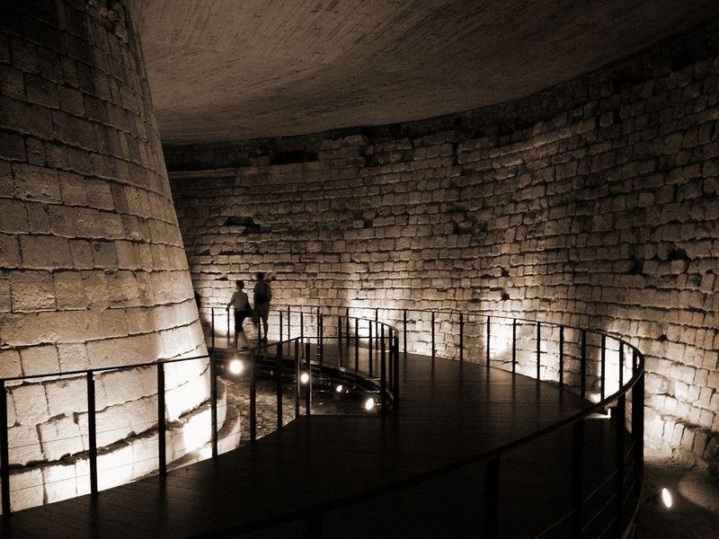 Podzemí Louvru