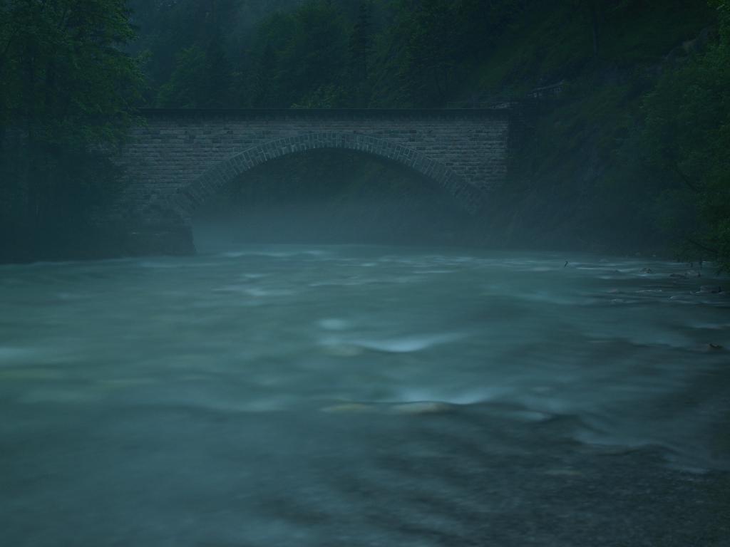 večerní řeka