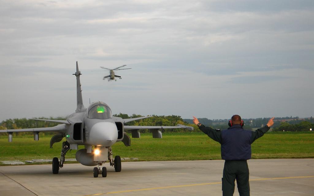 Jas-39 Gripen + Mi-24 Hind