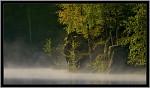 Podzimní slunce probouzí zamlženou hladinu ...
