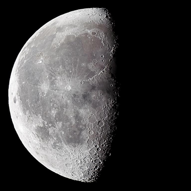 zkrátka jen Měsíc