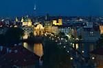 Aktuální večerní dění na Karlově mostě