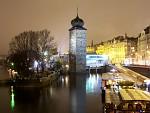 Noční město na řece