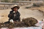 Prodavač u klášteru Drepung - Tibet