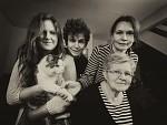 Tři generace s kočkou