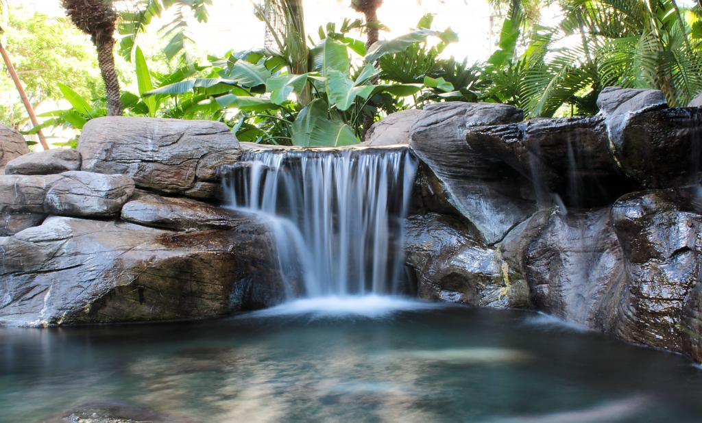 Minimalistic waterfall