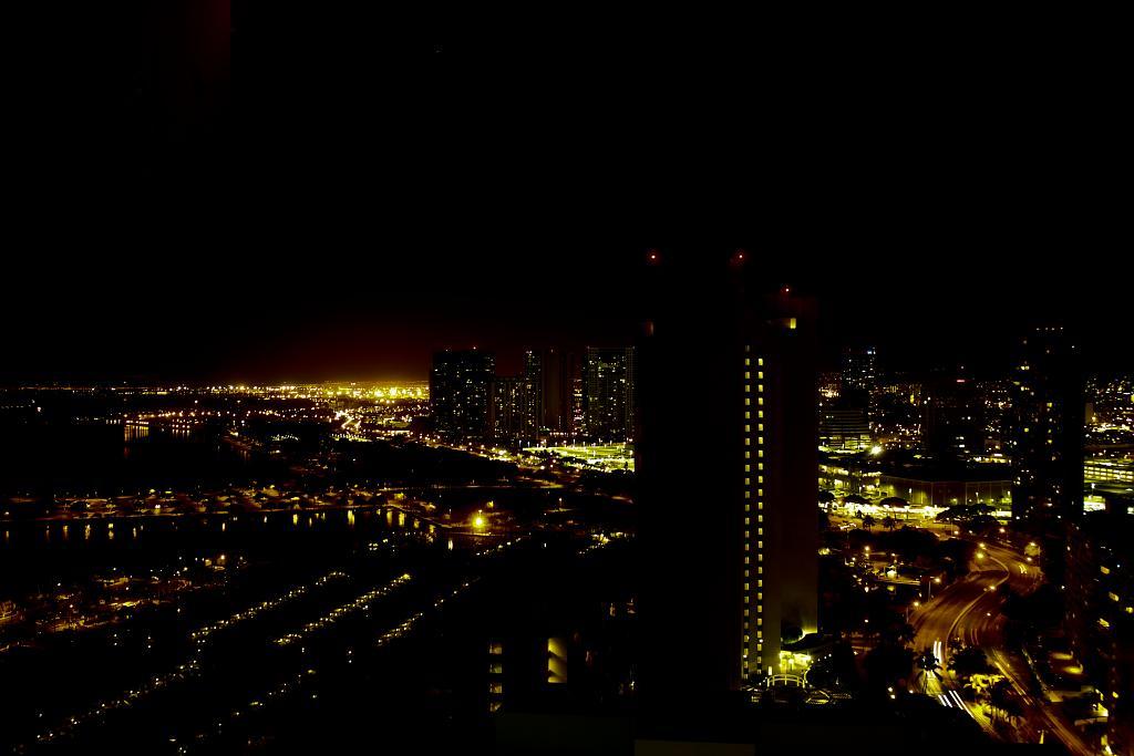 Honolulu night