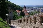 Trenčiansky hrad pohlad na Farský kostol