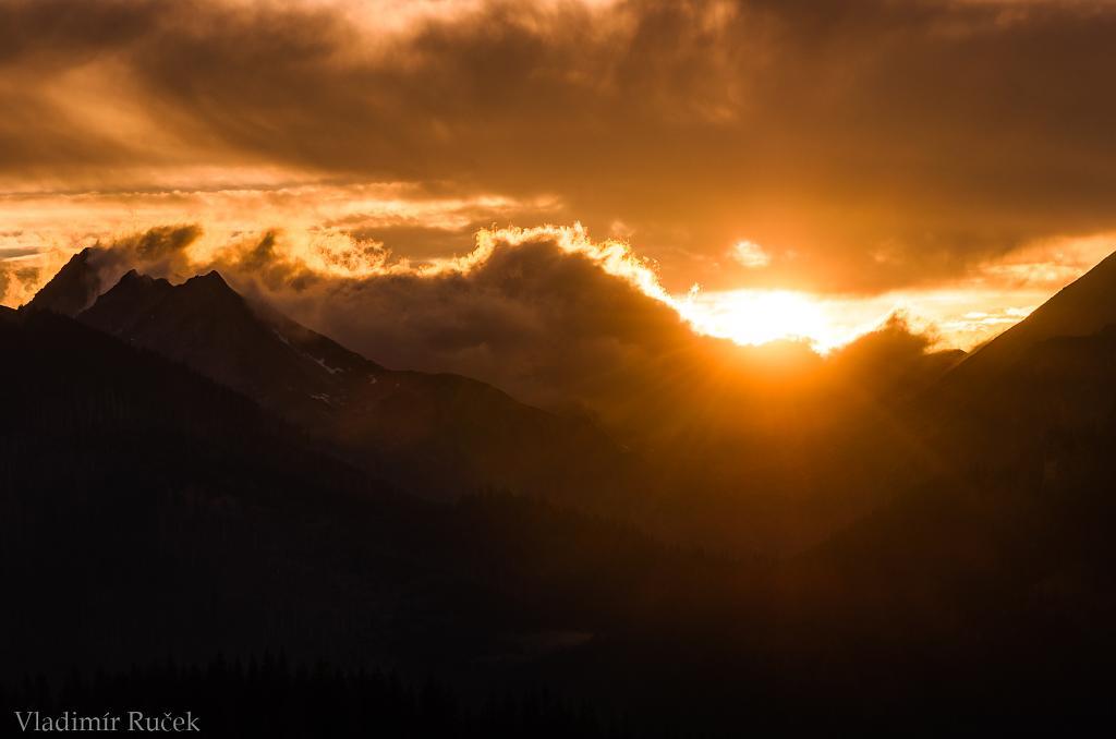 Medzi horami
