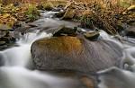 Na kameni kámen...