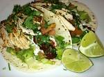 dnesni obed,tortilla s grilovanym kuretem,guacamole,salsa,koriandr a chipolte