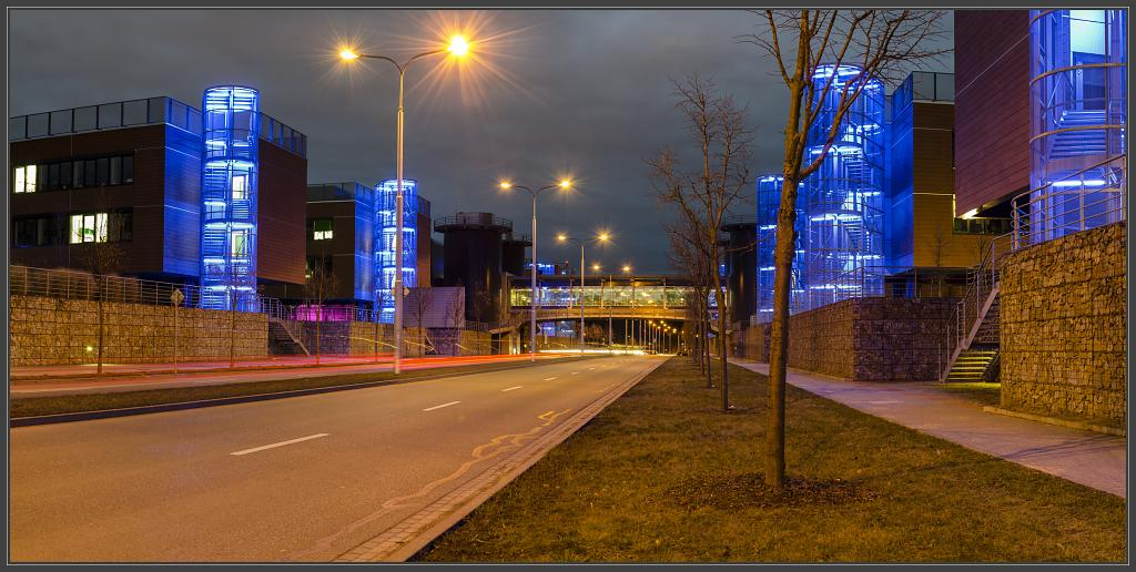 Modrá světla Campusu.