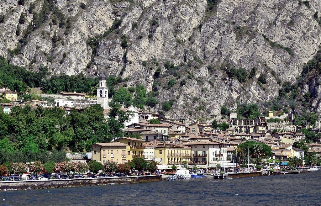 Limone na břehu Lago di Garda