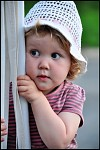 zvídavé děvčátko