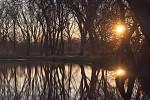 Východ Slnka na rybníku 1