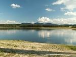 Novohradské hory přes Žárský rybník