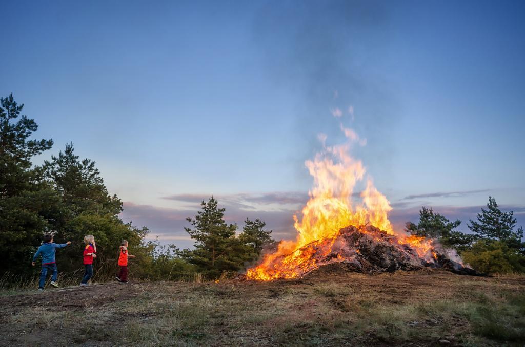 Pálení svatojánského ohně