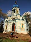 Jeden z tisíce pobaltských kostelíků