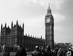 klidný Big Ben a neklidní lidé