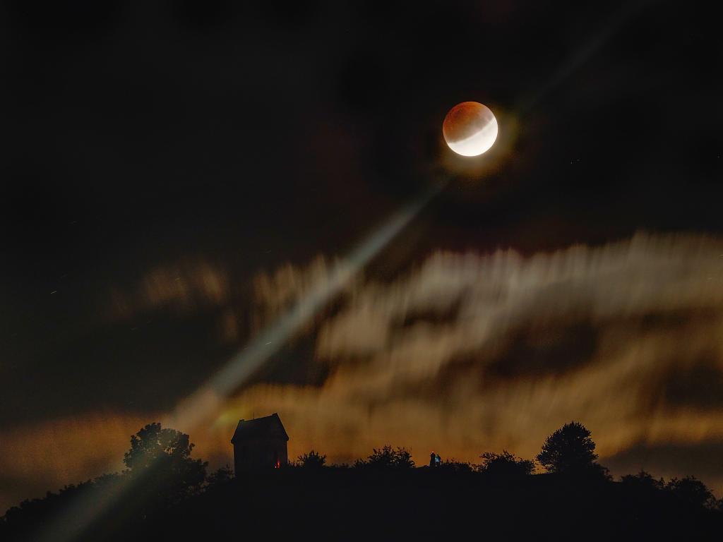 Pozorování Měsíce nad Zebínem