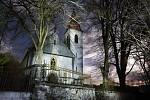 Chlistovský kostel před půlnocí