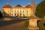 Západ slunce v zámecké zahradě Slavkov