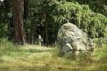 Pomník v lese