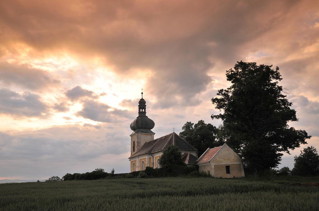 Kostel v Podvekách