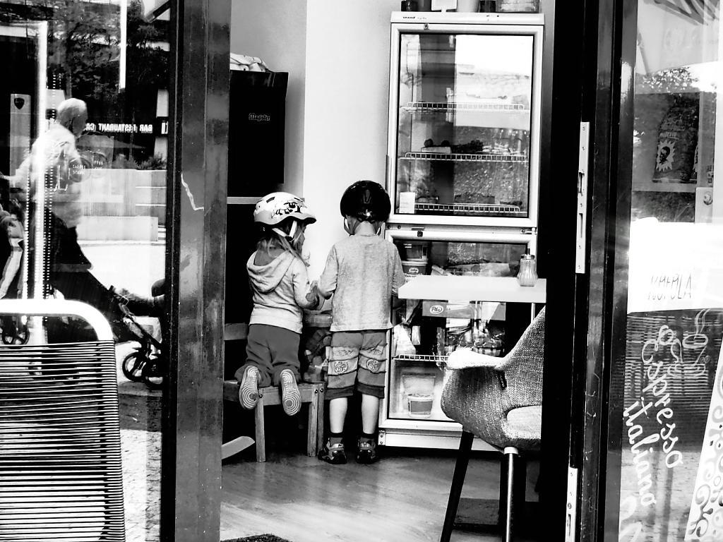 Děti v cukrárně