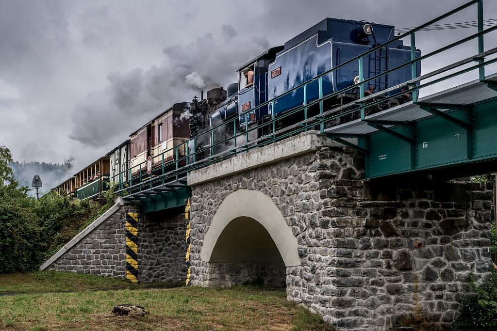 Pára na viaduktu v Třemešné...