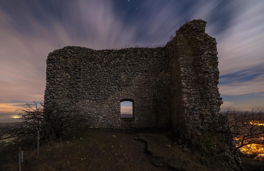 Sirotčí hrad pod hvězdami a mraky II.