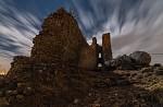 Sirotčí hrad pod hvězdami a mraky