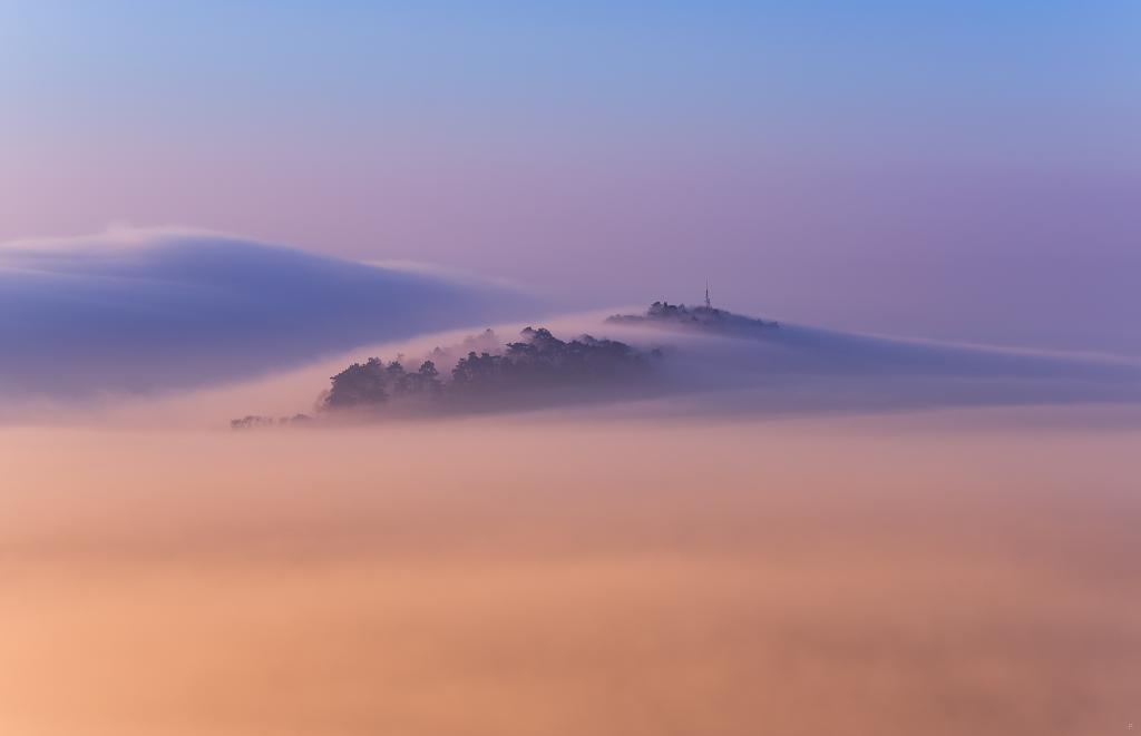 Ranní mlha nad Mikulovem