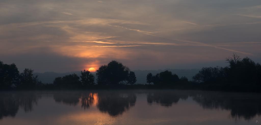 Východ slunce v chladném ránu