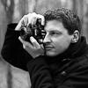 Nadšený fotograf na reklamním fotokurzu