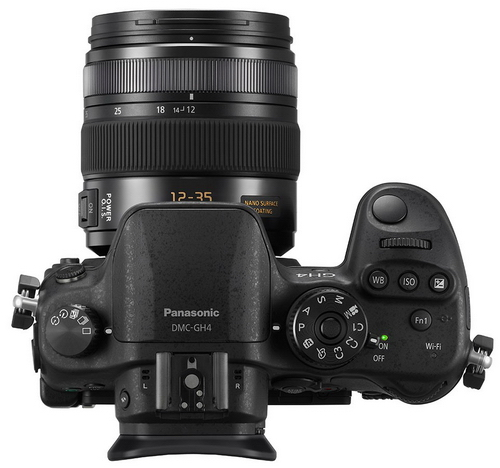 Panasonic Lumix GH4 s 12-35mm objektivem